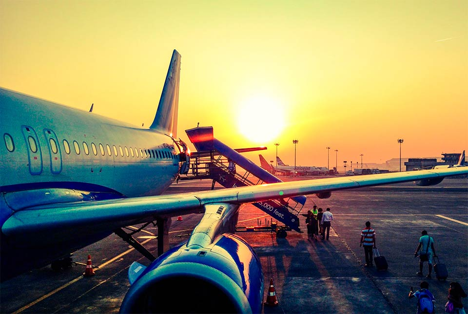 Quando prenotare un volo per le vacanze: conviene farlo molto in anticipo?