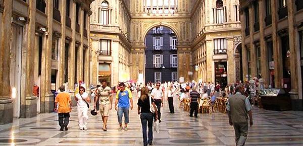 Come e dove fare shopping a napoli le strade ed i for Negozi arredamento napoli