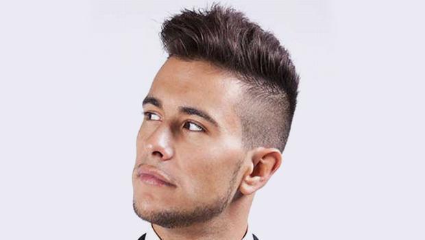 Taglio capelli rasatura laterale uomo