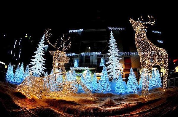 Le 10 località con le luminarie più spettacolari e suggestive... la magia del Natale attraverso le luci.